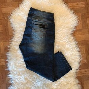 Suko jeans distressed stretchy capris size US 12